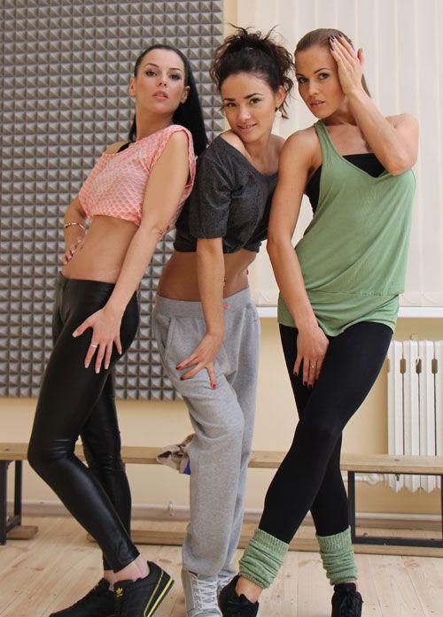 Три девушки - классическая схема, гениально отработанная уже не одним продюсером: роковая Анастасия, русоволосая и длинноногая Людмила и кудрявая хохотушка Инесса.